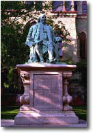Franklin statue in front of College Hall